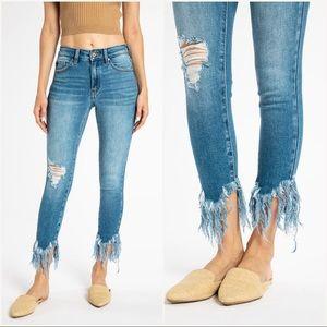 🆕 Light Wash Frayed Hem Jeans